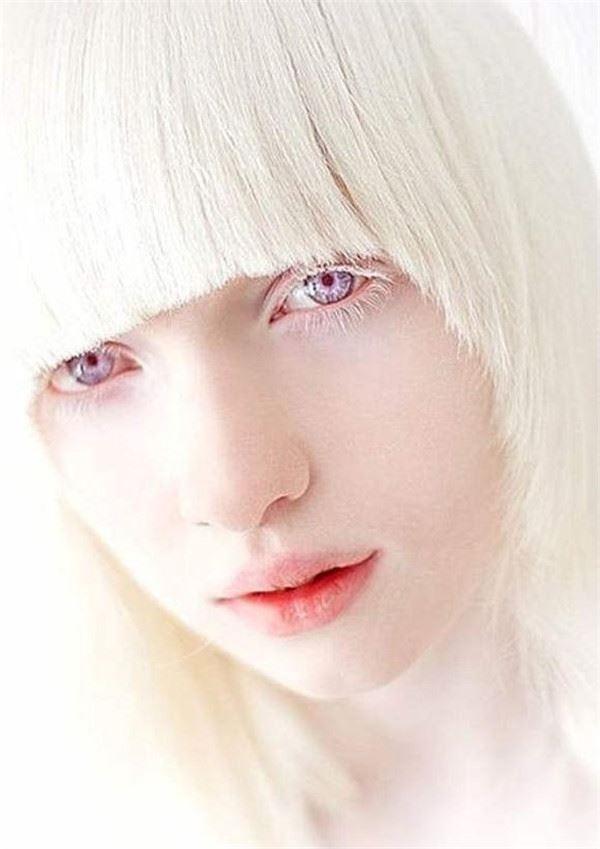 Maika: Girls Who Look Like Dolls!