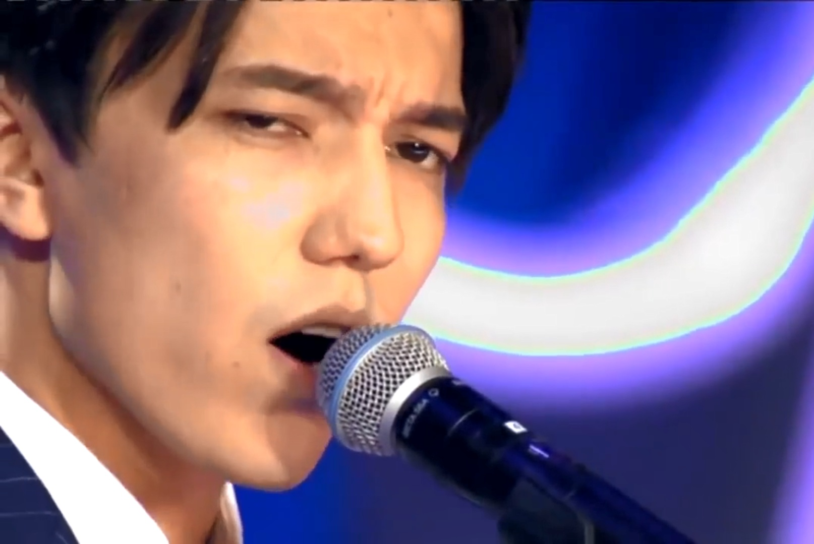 Meet the most popular Kazakh singer in China who stuns the