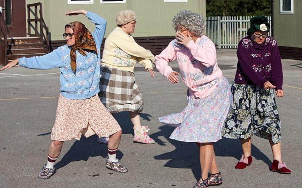 смешные картинки танцующих старушек наперед, отметим